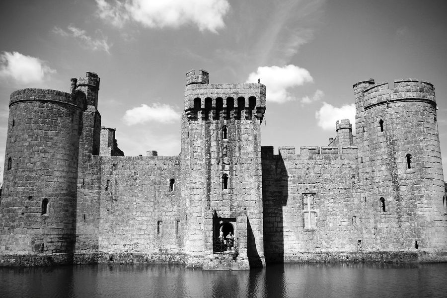 Bodiam Castle Architecture Castle History Building Exterior Travel Destinations Medieval Old Ruin Sky Water Travel Historic Building Cityscape Ancient Civilization Black And White Friday Arts Is Everywhere The Week On EyeEm Travel PhotographyFaçade Black And White Collection  Black & White Friday Black&white Entrance Architecture Historic City Be. Ready. An Eye For Travel