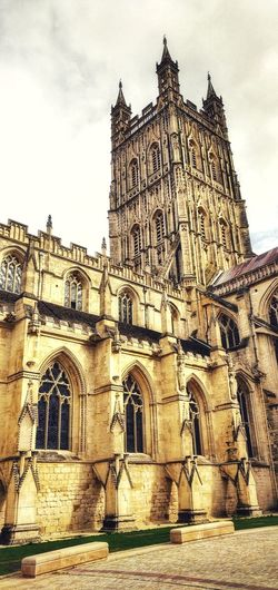 Gloucester Cathedral Photowalktheworld Oneplus6 Mobilephotography City Ancient Civilization King - Royal Person History Religion Façade Place Of Worship Spirituality Sky Architecture Civilization Rose Window Historic Pipe Organ Passageway Amphitheater The Past Gothic Style Archaeology Ancient Rome Archway Old Ruin Stained Glass
