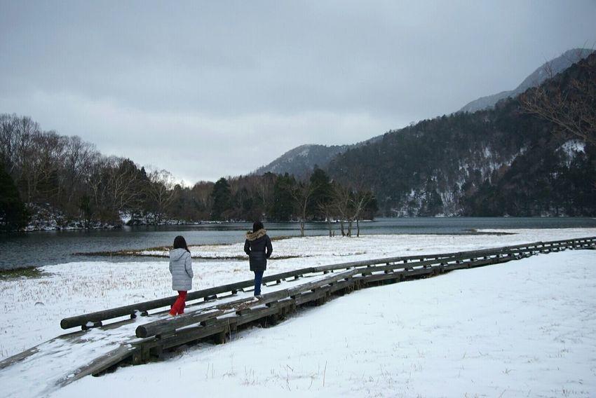 Seeing The Sights Nikko,Japan,winter,visit,snow,lake,girls,boardwalk