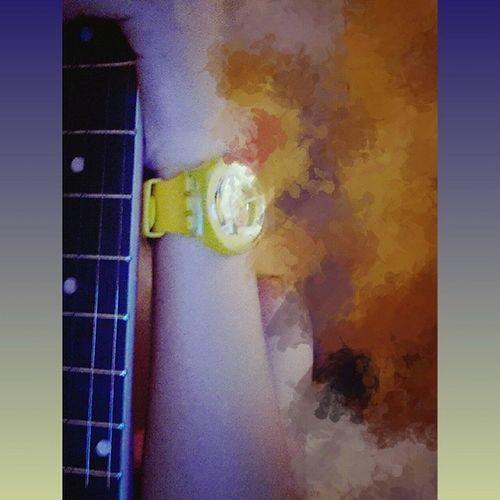 有事没事玩一下~Guitar 吉他 斯沃琪 Swatch watch yellow
