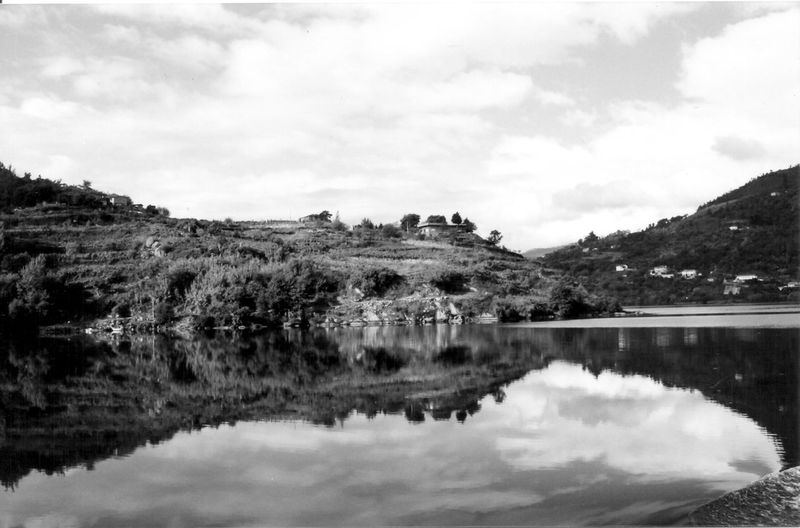 Beauty In Nature Black & White Black And White Black And White Photography Black&white Blackandwhite Blackandwhite Photography Blackandwhitephotography Clam Day Douro  Landscape Mountain Nature Outdoors Reflection River River Collection River View Riverscape Riverside Scenics Tranquil Scene Tranquility Water