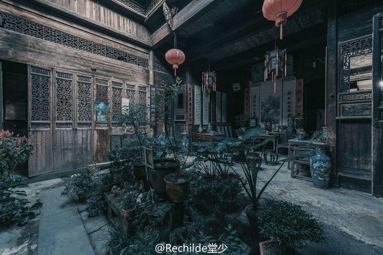 祠堂社屋旧人家,竹树亭台水口遮。世阀门楣重变改,遥遥华胄每相夸。 古建筑 中国文化 徽州 历史