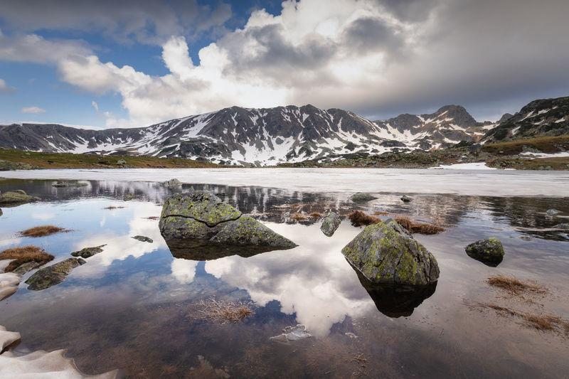 Morning view at the bucura lake in retezat mountains