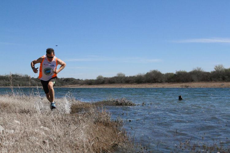 TRAIL VUELTA AL DIQUE PIEDRAS MORAS Corre Run Running Atletico Correr Entrenamiento Hombre Lago Movimiento Senderos Trail