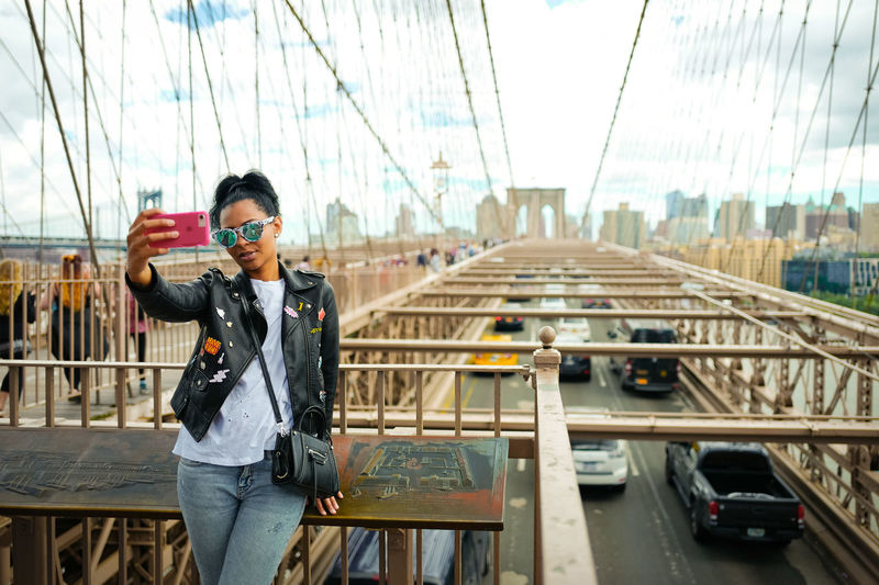 Selfie time. Brooklyn Brooklyn Bridge  Brooklyn Bridge / New York Fashion Holiday Lifestyle NYC NYC Street NYC Street Photography New York New York City Blog Blogger City Girl Instagood Instagram Instamood Model People Selfie Sky Street Photography Streetphotography Sunset