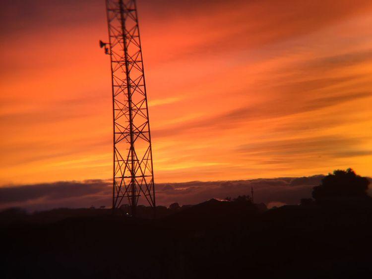 Um céu incrível que seria impossível explicar sem esse registro Mobilephotography Red RedSky Sunset Silhouette Orange Color Electricity Pylon Sky Nature No People Cloud - Sky Beauty In Nature Tranquility Outdoors Electricity