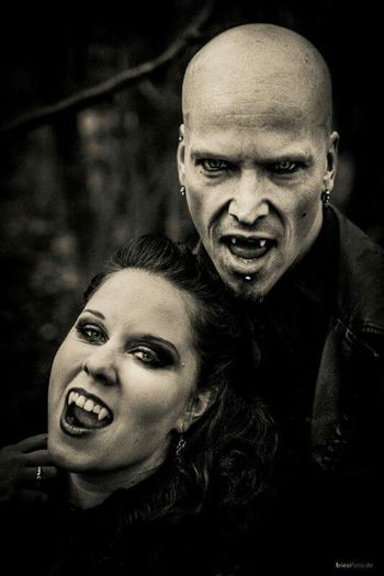 Vampire Taking Photos OpenEdit Check This Out That's Me Fotoshooting
