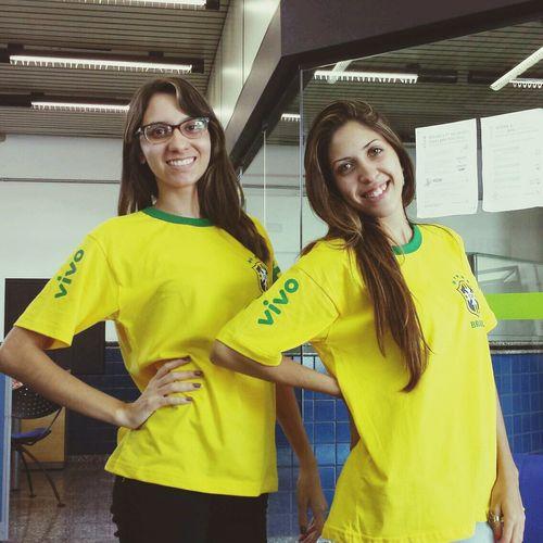 trabalhando brasileiramente, vivo já no clima da copa hahaha Copa Fifa World Cup Job Vivo
