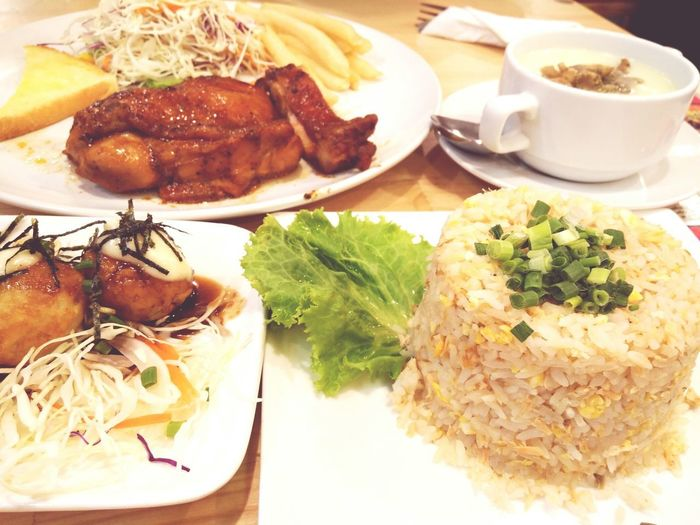 ข้าวผัดเซลมอน ข้าวผัดปลาเซลมอน ทาโกยากิ Plate Meat Table SLICE Close-up Food And Drink Dumpling  Food Styling Serving Dish Steamed  Chinese Takeout Chinese Food Anise Hazelnut Coriander Dim Sum