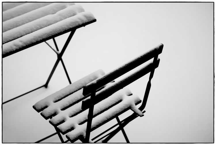Tisch & Stuhl II Winter Blackandwhite Close-up Contrast Day Lawoe Minimalism No People Outdoors Snow
