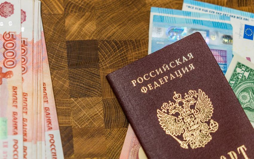 200 рублей 2000 рублей Passport Travel Bills Book Business Citizenship Close-up Currency Day Indoors  Newspaper No People Paper Currency Passport Rouble Rubles Russian Currency Russian Passport Text Vacation Vacations Visa паспорт российский паспорт