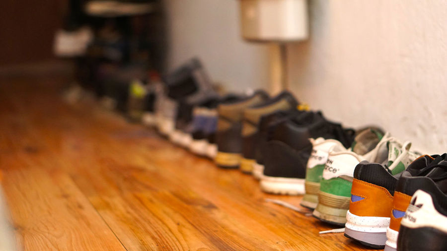 Home Schuhe  Shoes <3 Shoes ♥ Sneakerhead  Trainers ❤ Blur Close-up Day Focus Focus On Foreground Footwear Indoors  Inside No People Shoes Shoeselfie Sneaker Sneakers Trainers Warm Wood - Material