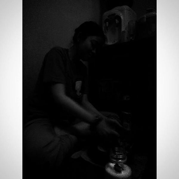 """ Gelap yang Terasing "" Wanita WanitaIndonesia Diantara Dapur dan Ceritapagi Hitamputih Bayang Bahagia Bahagiaitusederhana Masak Blackandwhite Silhouette Dark Shadows Woman Cooking Kitchenstories Titik_tiga Morningstory Lenovotography Photooftheday Photophone  Lzybstrd photo pocketphotography"