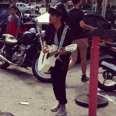busking at Tempatanfest2 ..... Buskers