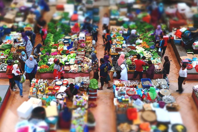 miniature photo of Pasar Siti Khadijah, Kota Bharu Kelantan Day Life Miniature Photography City Sightseeing Stock Photo Images Market Details Food Photography Multi Colored For Sale Choice Retail  Group Of People Market Variation Large Group Of Objects Abundance Market Stall Arrangement Real People Collection Selective Focus Day High Angle View Art And Craft Sale Creativity Men