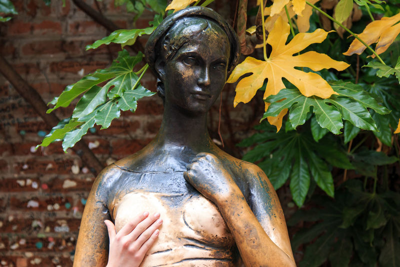 Juliet statue - Verona Italy Arena Art Art And Craft City Close-up Coluseum Creativity Day Focus On Foreground Holding Human Face Human Representation Italy Outdoors Part Of Person Personal Perspective Religion Romeo And Juliet Sculpture Spirituality Statue Tourism Travel Destinations Verona