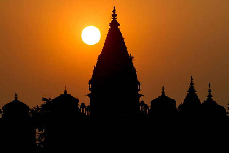 Silhouette of temple and cenotaphs at sunset by Betwa river, Orchha, India. Ancient Civilization Architecture Evening History India Landscape Palace Religion Silhouette Silhouette Sky Sun Sunset Temple Travel Warm EyeEmNewHere EyeEmNewHere