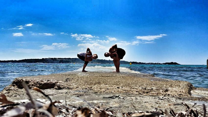 Friends and yoga Inspirational Yoga Frenchriviera Cannes, France Friends Twist