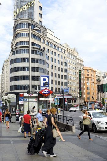 Madrid La Gran Via. Edificio Capitol Streetphotography Streetphoto_color