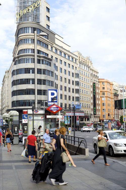 Madrid La Gran Via. Edificio Capitol Streetphotography Streetphoto_color