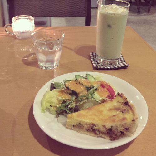 そして、夜ごはん!? 💚アボカドバナナスムージー 💛キッシュ @kate coffee (下北沢)
