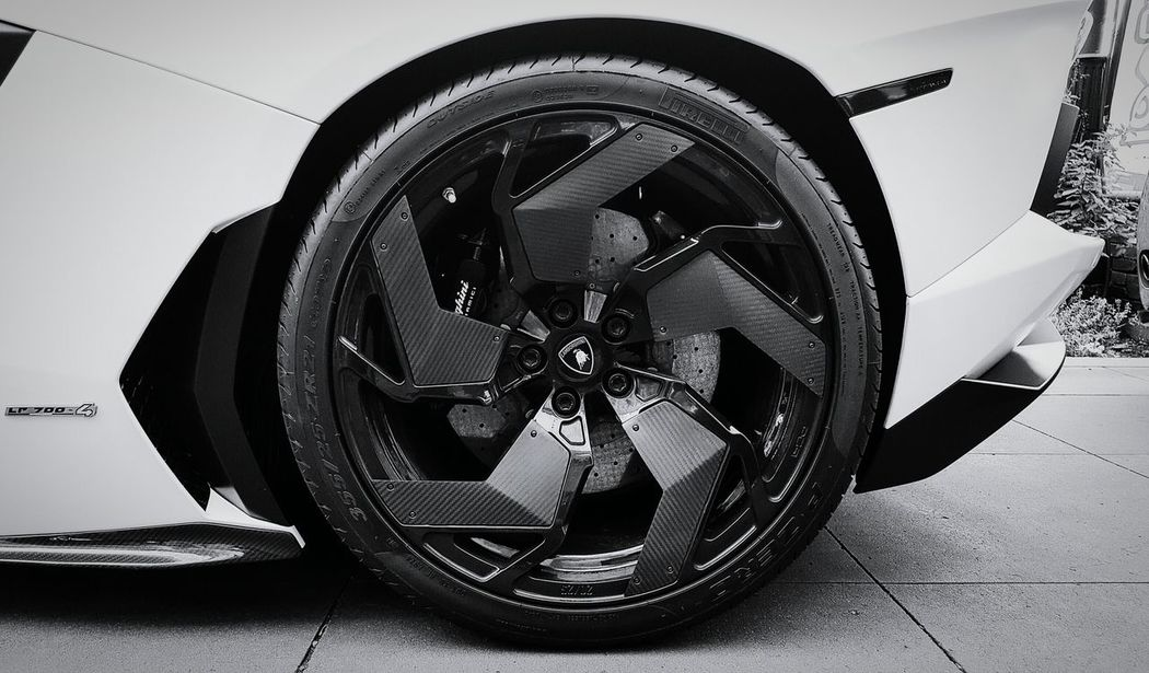 Beastly carbon fiber spokes for a beastly car.Lamborghini Aventador LamborghiniAventador V12 Italiansupercar Beautiful Car Luxury Car Exotic Car  Super Car Wheel Eyeem Car Lovers EyeEm Best Shots Smartphonephotography AndroidPhotography Androidography Luxurylifestyle  Secondeyeemphoto Carporn Fast Cars Expensive Cars Car Lover Blackandwhite Black & White