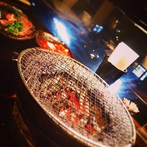 ひっさしぶりーの焼き肉(*´-`) 七輪にお肉に。 誰かと食べるご飯はやっぱり美味しい~!!!!!!!! ありがとよーっ♪ヽ(´▽`) 七輪 焼き肉 三連休 ありがとう