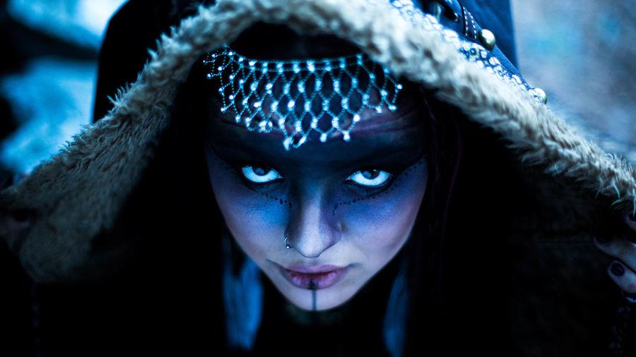 Exploring Style Portrait Blue Looking At Camera Headshot Eye EyeEm Best Shots Dark EyeEm Dark Portrait Chaman Witch Portrait Of A Friend Uniqueness Women Around The World Welcome To Black The Portraitist - 2017 EyeEm Awards