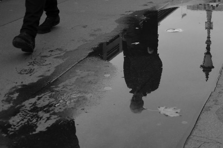http://www.youtube.com/watch?v=MgZoNI0VmdA&list=RDMgZoNI0VmdA Black And White Monochrome Street Photography Walking In The Street Walking In London London London Streets Reflection Water Only Men One Man Only
