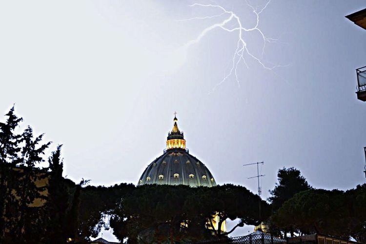 Roma Rome San Pietro Cupolone Without Filters Lightning Senzafiltro Nofilter#noedit Mybest_shot Fulmini Sacri Fulmini E Saette