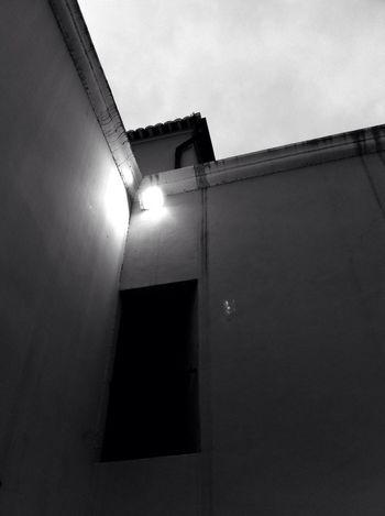 Trap Door Doors Light And Shadow AMPt - Angles Pretoebranco
