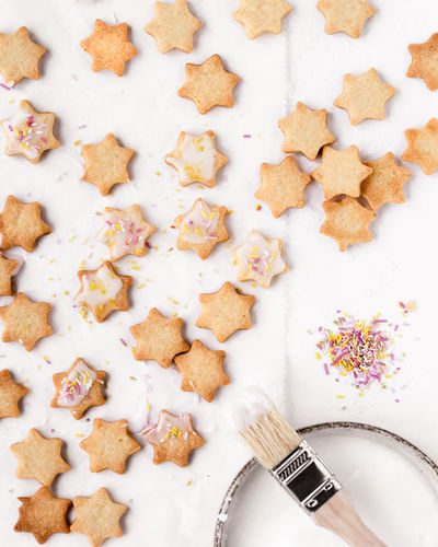 baked christmas cookies star shape   daylight foodphotography Food Freshness Indoors  Still Life High Angle View Sweet Food Ready-to-eat Baked No People Cookie Close-up Unhealthy Eating Directly Above Foodphotography Food Photography Cookies White Background Christmas Cookies Snack Sweet Nikonphotography Large Group Of Objects Star Shape