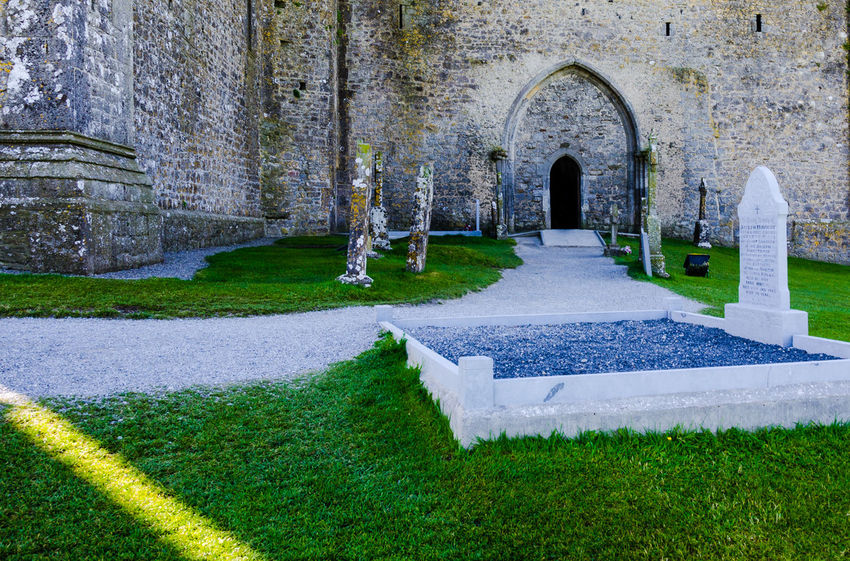 Ancient Civilization Arch Architecture Building Exterior Built Structure Church Cimetary Day Historic History House Ireland🍀 Old Place Of Worship Religion Spirituality Stone Wall The Past Cimetery Death Graveyard Beauty Graveyard Rock Of Cashel