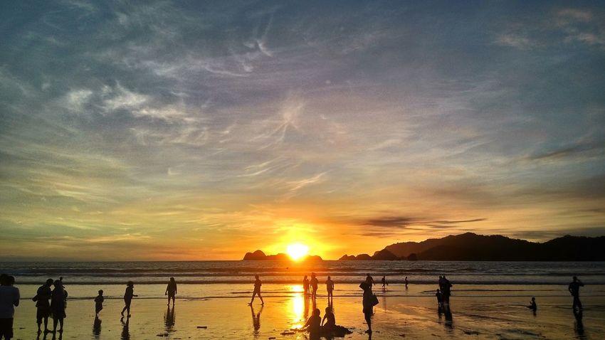 Pergantian waktu Sunset PantaiPulauMerah Beach