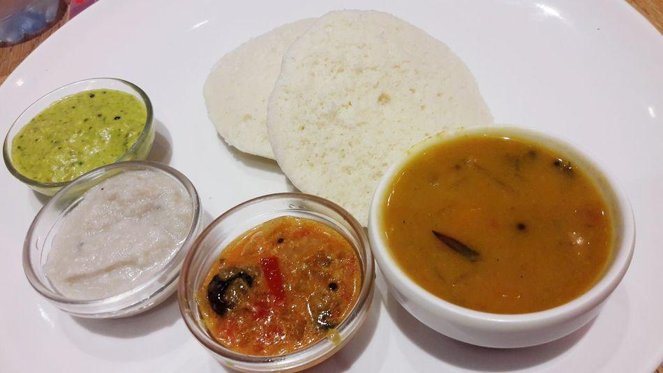 Idly Indian Food Idly Chutney Foodporn Gravy Love♥ Dubai Foodgasm Foodie Dinner With Friends Friends ❤