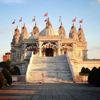 Another shot of #BAPS #hindu #temple in #London ☀???#alan_in_london #gf_uk #gang_family #igers_london #insta_london #london_only #thisislondon #ic_cities #ic_cities_london #ig_england #love_london #gi_uk #ig_london #londonpop Ig_england Love_london Temple Ic_cities_london London Ig_london Gang_family Hindu Baps Londonpop London_only Ic_cities Gf_uk Alan_in_london Insta_london Thisislondon Gi_uk Igers_london