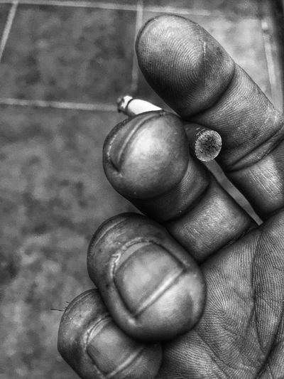Human Hand Human Body Part Real People Unrecognizable Person One Person Holding Close-up Food Outdoors Day Turkey #Turkiye #istanbul #istanbuldayasam #istanbullovers #istanbullove #istanbullife #izmir #Ankara #Adana #Bursa #Gaziantep #Konya #Antalya #Mersin #lifeinism #Eskişehir #Eskisehir #Samsun #Denizli #tagsforhearts #Bodrum #Alanya #igturkey #tr #TC #inst Eyeembestshots - Black + White