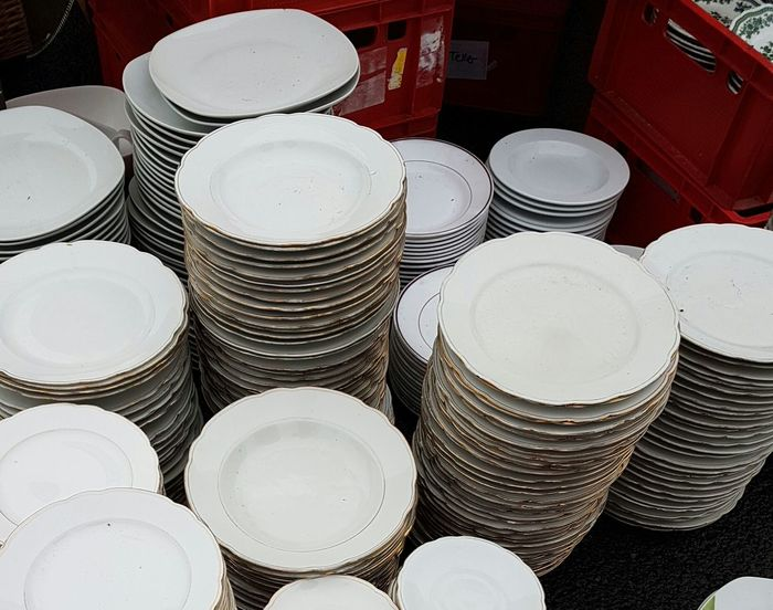 Plates Old Plate Market Porcelain Plate Plates Collection Plate Cooking Equipment Cooking Utensil Recycling Second Hand Market Circulation Secondhand Fleamarket Background Street Market Flea Markets Vintage Market Brocante Second Hand Flea Market Backgrounds Cover Large Group Of Objects