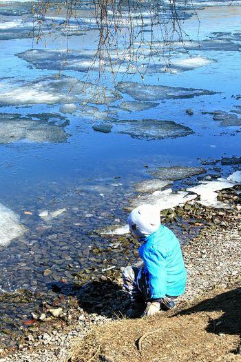Shildren Water Sitting Blue Beach Shadow Rear View Sunlight
