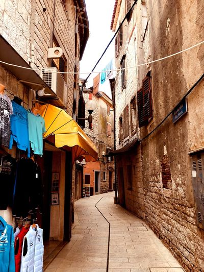 Building Exterior Clothesline Architecture Laundry Built Structure Day Drying Outdoors Alley No People Hanging Multi Colored City Shop Steine Yellow Gelb Paint The Town Yellow Markise EyeEmNewHere
