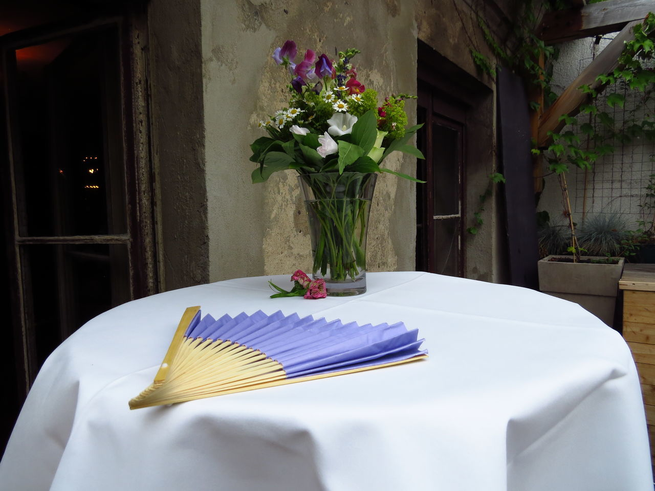 flower, table, vase, indoors, no people, place setting, day, close-up