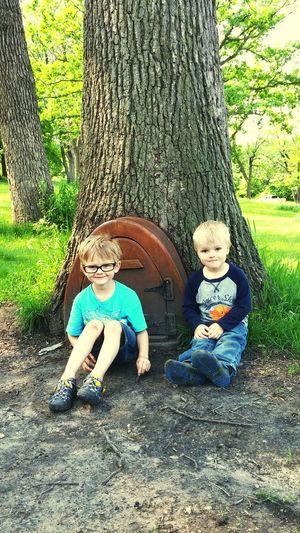 Enjoying nature and finding treasures. Cutekids My Boys