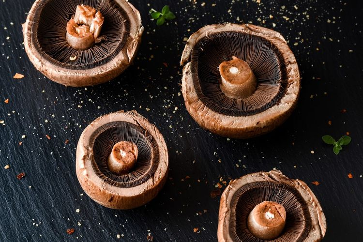 I love taking pictures of beautiful food. Food Lover Yum Food Styling Photo Of The Day Mushrooms Portobello Healthy Eat Eating Fungus Gills Buttons