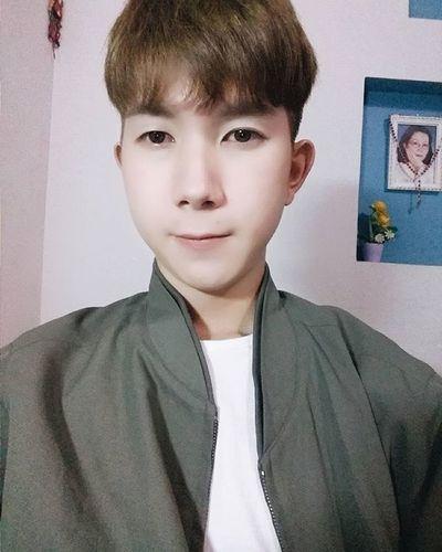 Chúc mừng năm mới sớm ! 🎉🎉🎉 e đúi quá nên thôi đi ngủ ! 😁😁😁😁 Vietnamboy Vietnam Boy Chinaboy Asian  Selfie Beauty Boys Cool Followme Funny Happy Heart Hot Instaman Male Males  Man Me Men Great