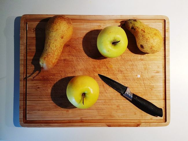 Fruit Apple - Fruit Indoors  Wood - Material High Angle View Food And Drink Freshness Cutting Board