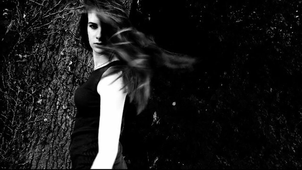 Taking Photos Photography Black And White Pictureoftheday Nature Photography Insouciance Action Vent Concentration Surprise Girl Bad Girl