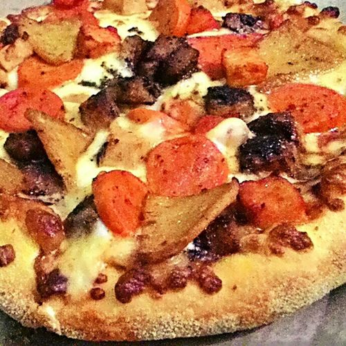 Yesterday, a Domino's pizza party at home. 😊 Chickendominator Tasty