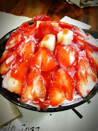 Strawberry Shavedice Bingsoo Dessert Icouldhavethiseveryday <3 Food Porn Awards