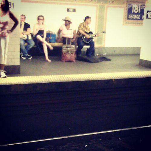 Dominicanflow 181saintnichola NYC Dominican Street ese bachatero tiene un concierto ahí en el subway de la 181