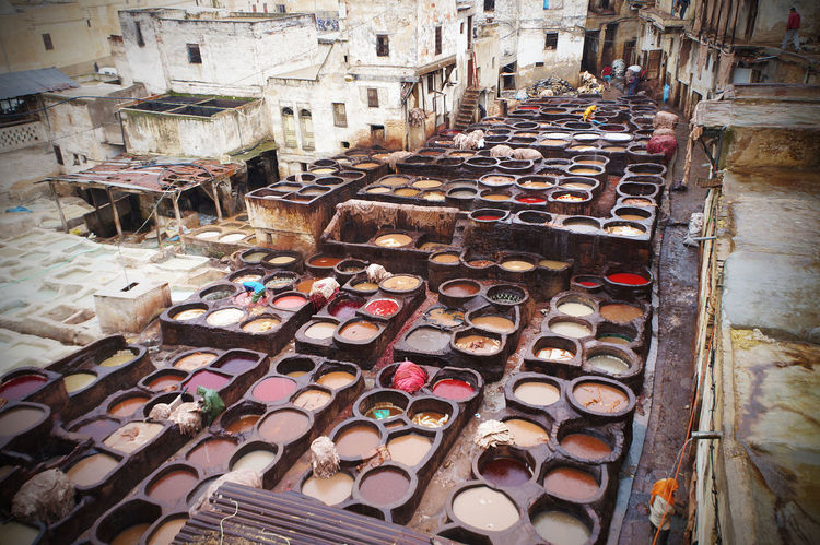 2012 Color Colorful Colors Fes High Angle View Leather Liquid Outdoors Staining Tanneries Of Fes Tannneri Town Work なめし なめし皮染色人街 タンネリ フェス モロッコ